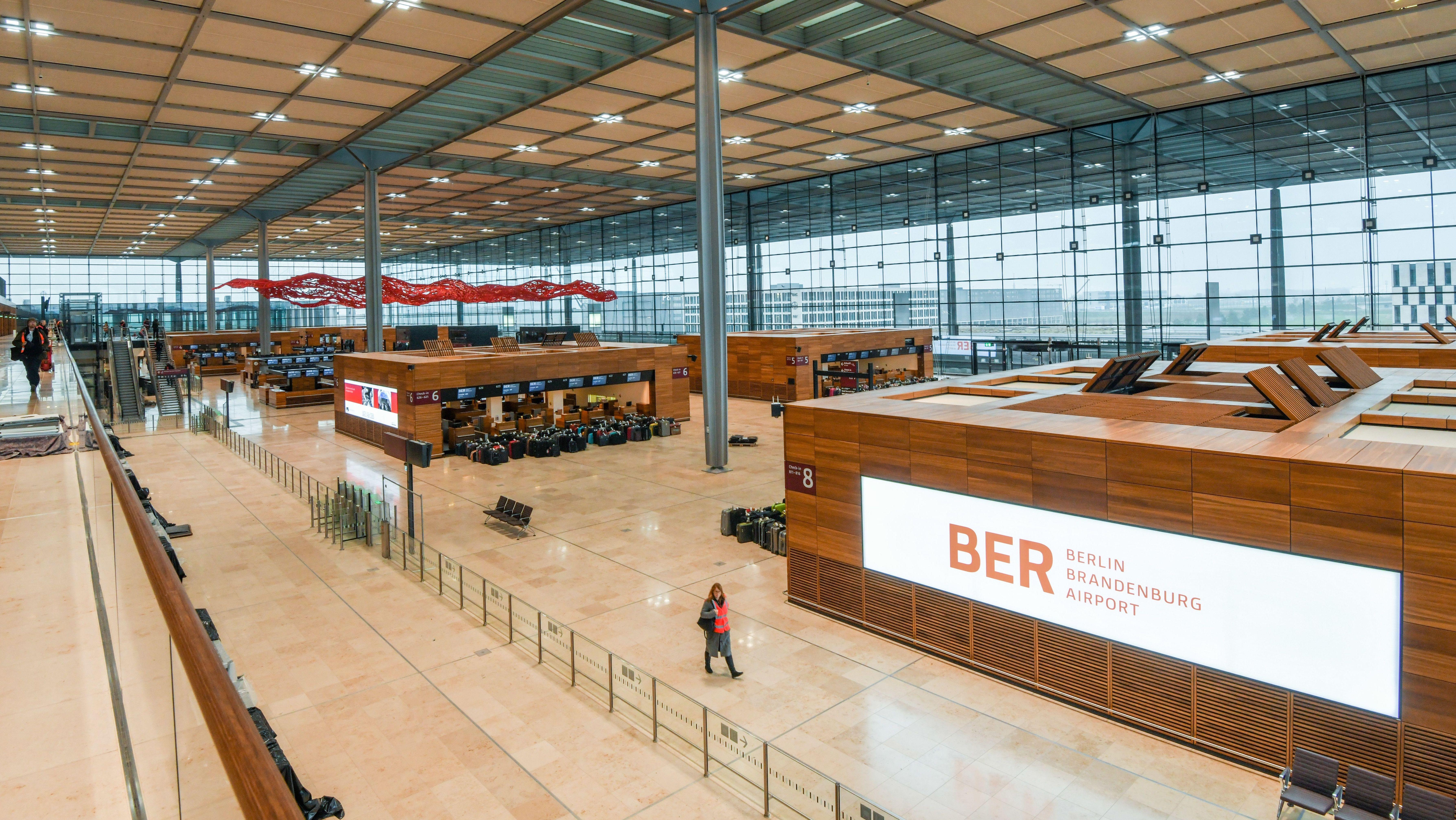 Das Hauptterminalgebäude des Hauptstadflughafens Berlin Brandenburg Willy Brandt (BER)