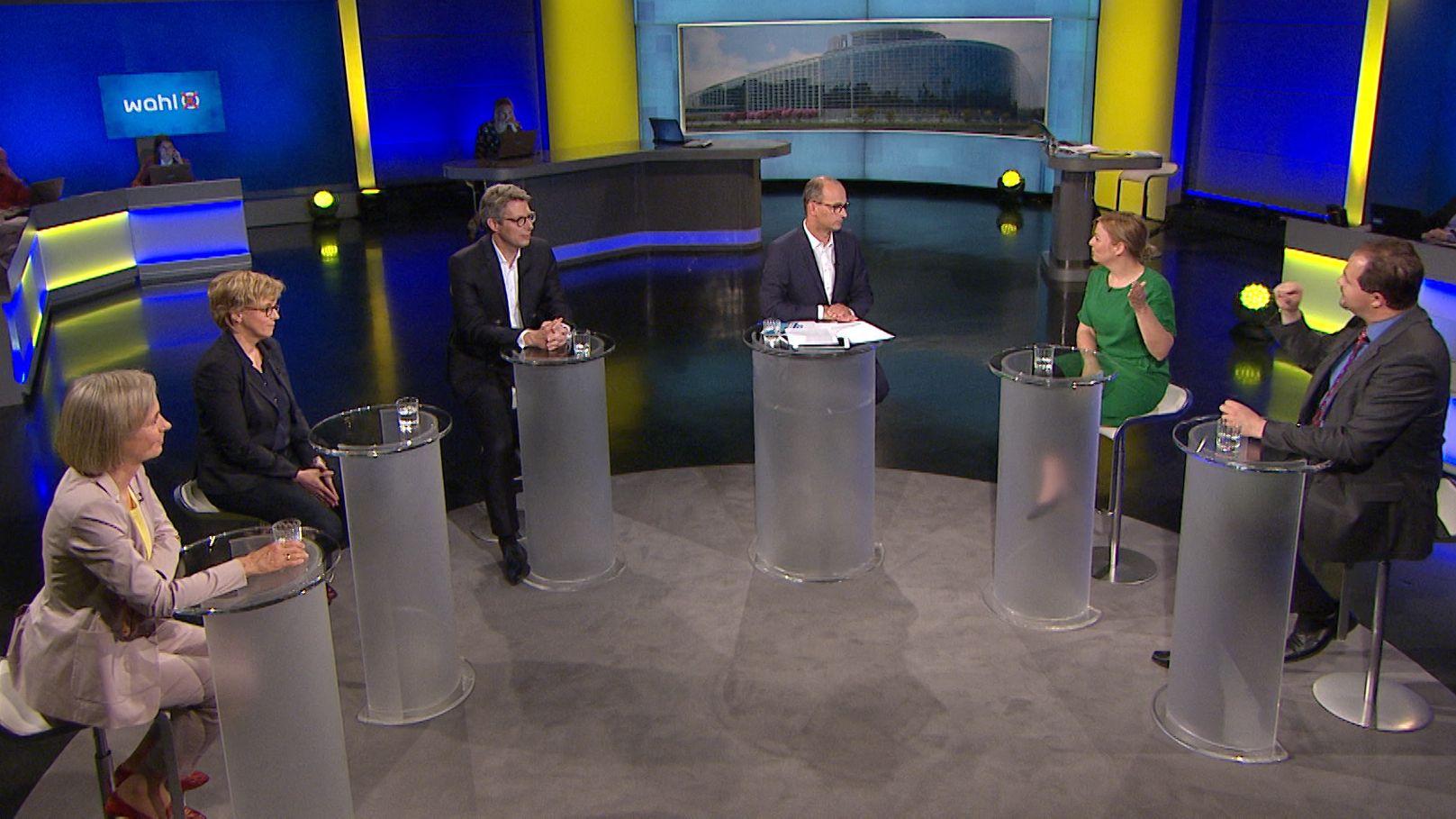 In der Münchner Runde zur Europawahl forderte die Fraktionsvorsitzende der Grünen einen Zusammenschluss der Demokraten gegen Rechtspopulisten.