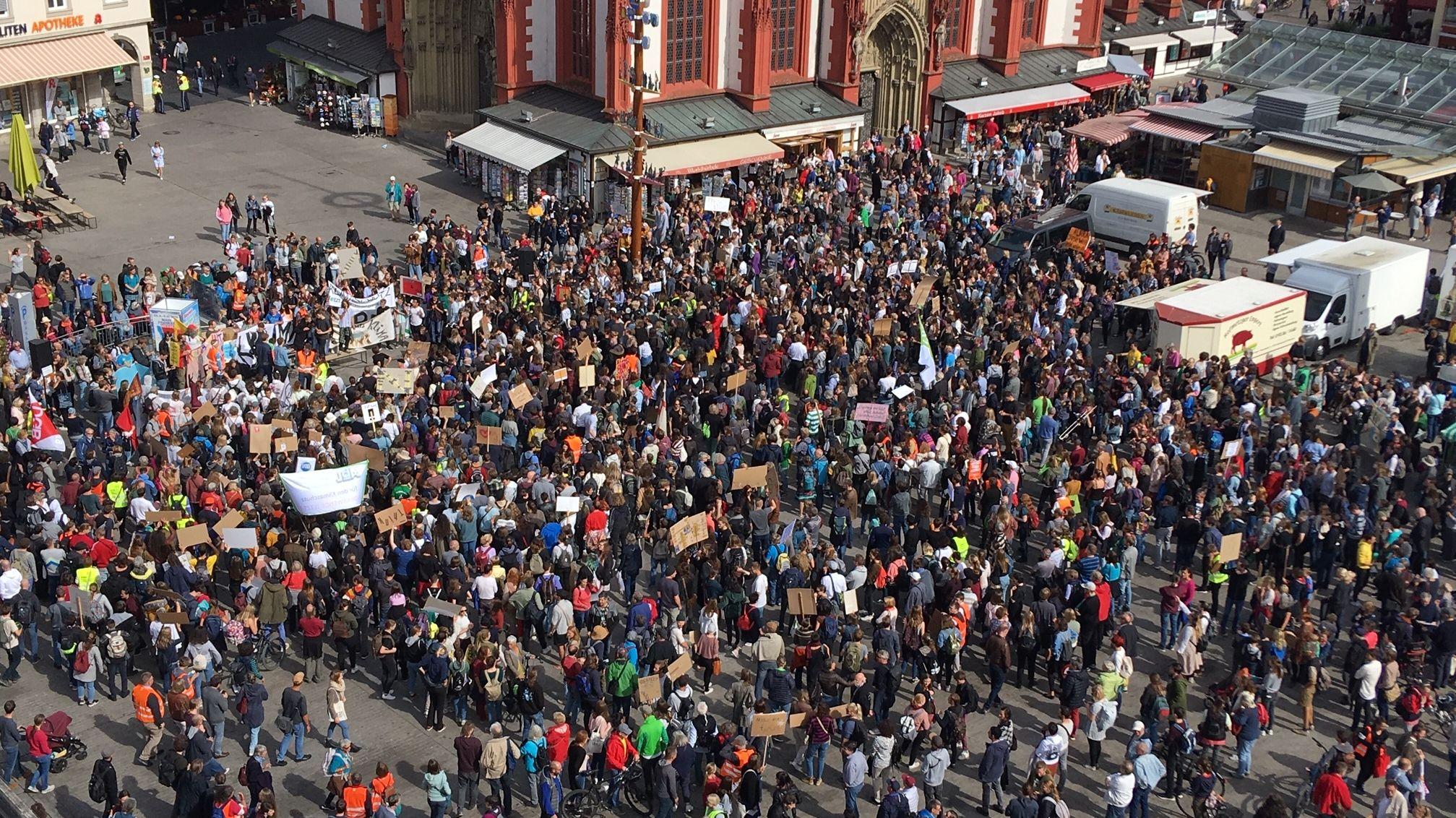 Ende der Klima-Demonstration am Unteren Markt in Würzburg