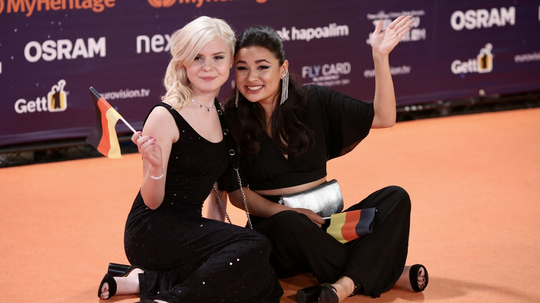 """Die Sängerinnen Carlotta Truman (l) und Laurita Spinelli aus Deutschland, vom Duo """"Sisters"""" am 12.05.2019 in Tel Aviv in Israel"""