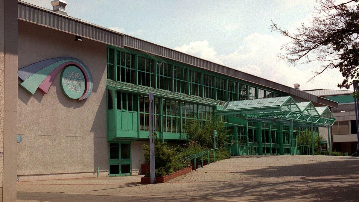 Außenansicht der Oberfrankenhalle in Bayreuth.