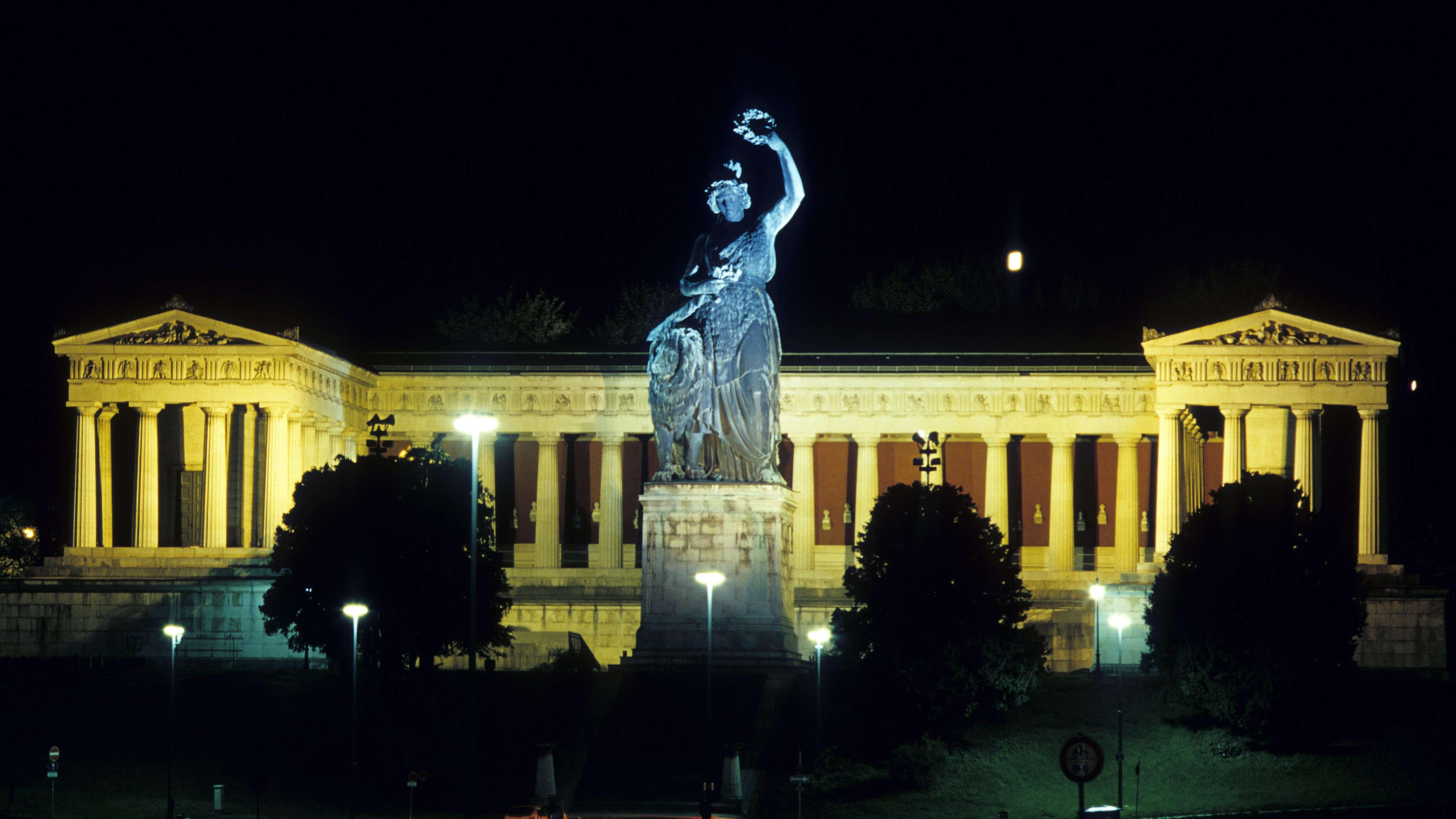 Symbolbild: Bavaria vor Ruhmeshalle - Beleuchtung soll nach Plan der Staatsregierung ab 23 Uhr abgeschaltet werden