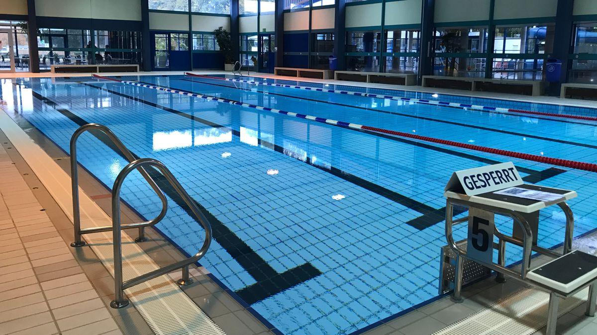 Auch die Schwimmerbecken im Coburger Hallenbad Aquaria sollen saniert werden.