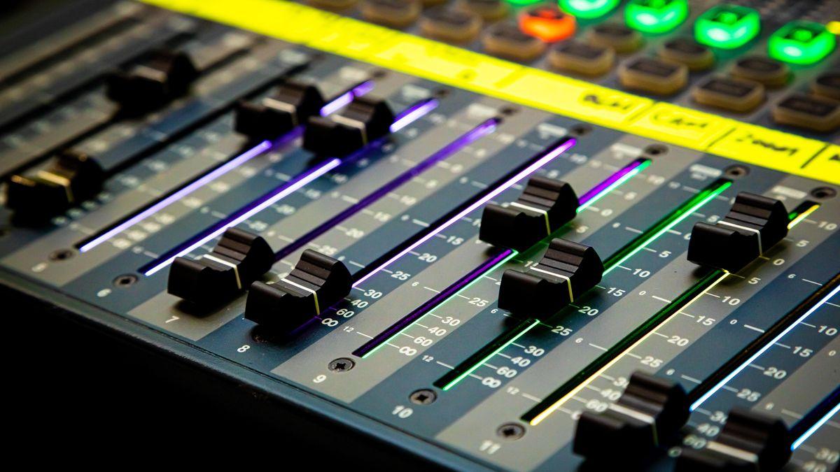 Audio-Regler im Tonstudio