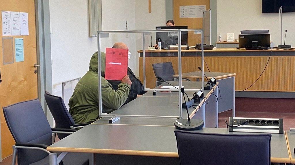 Der Angeklagte mit seinem Anwalt am Landgericht Regensburg