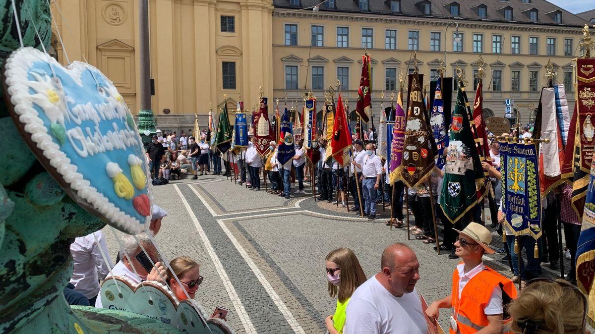 Impressionen von der Demonstration von Schaustellern und Marktkaufleuten in München.