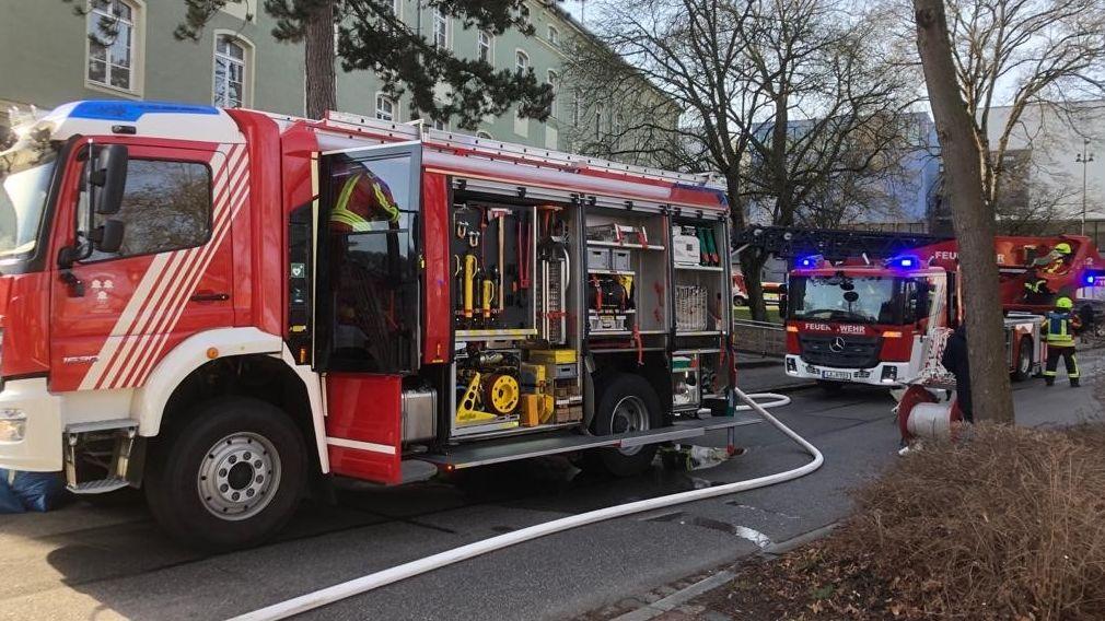 Die Feuerwehr im Einsatz beim Männerwohnheim Landshut