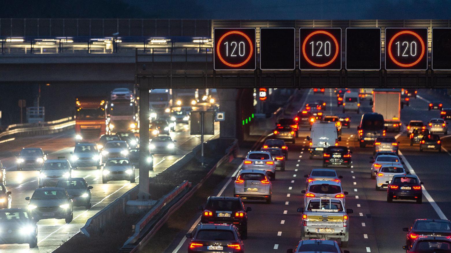 Geschwindigkeitsbegrenzung 120 auf der Autobahn