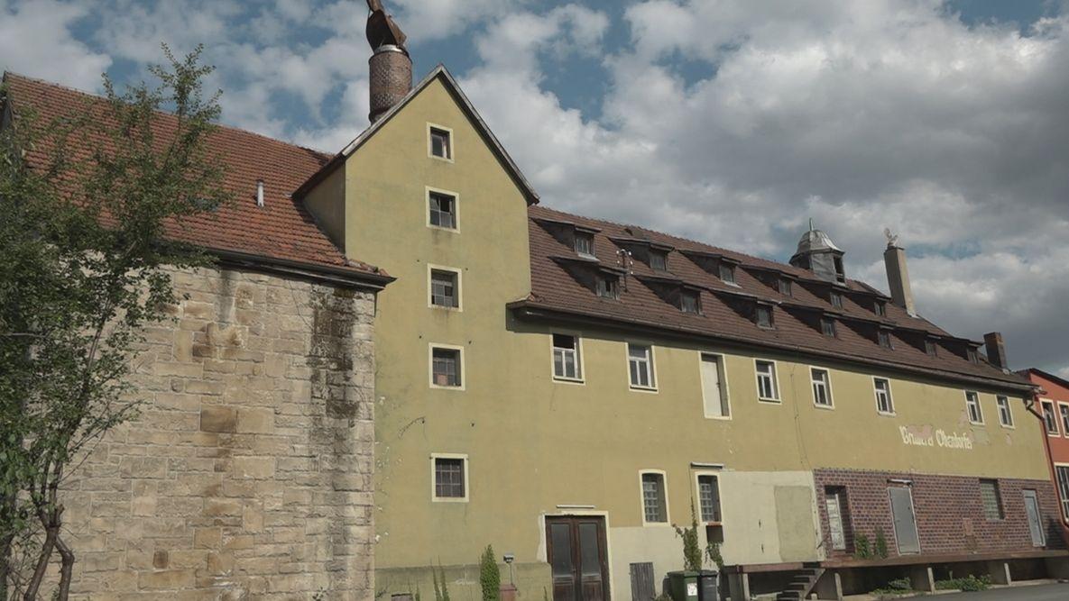 Grüne Fassade der Brauerei Oberndorfer in Weismain