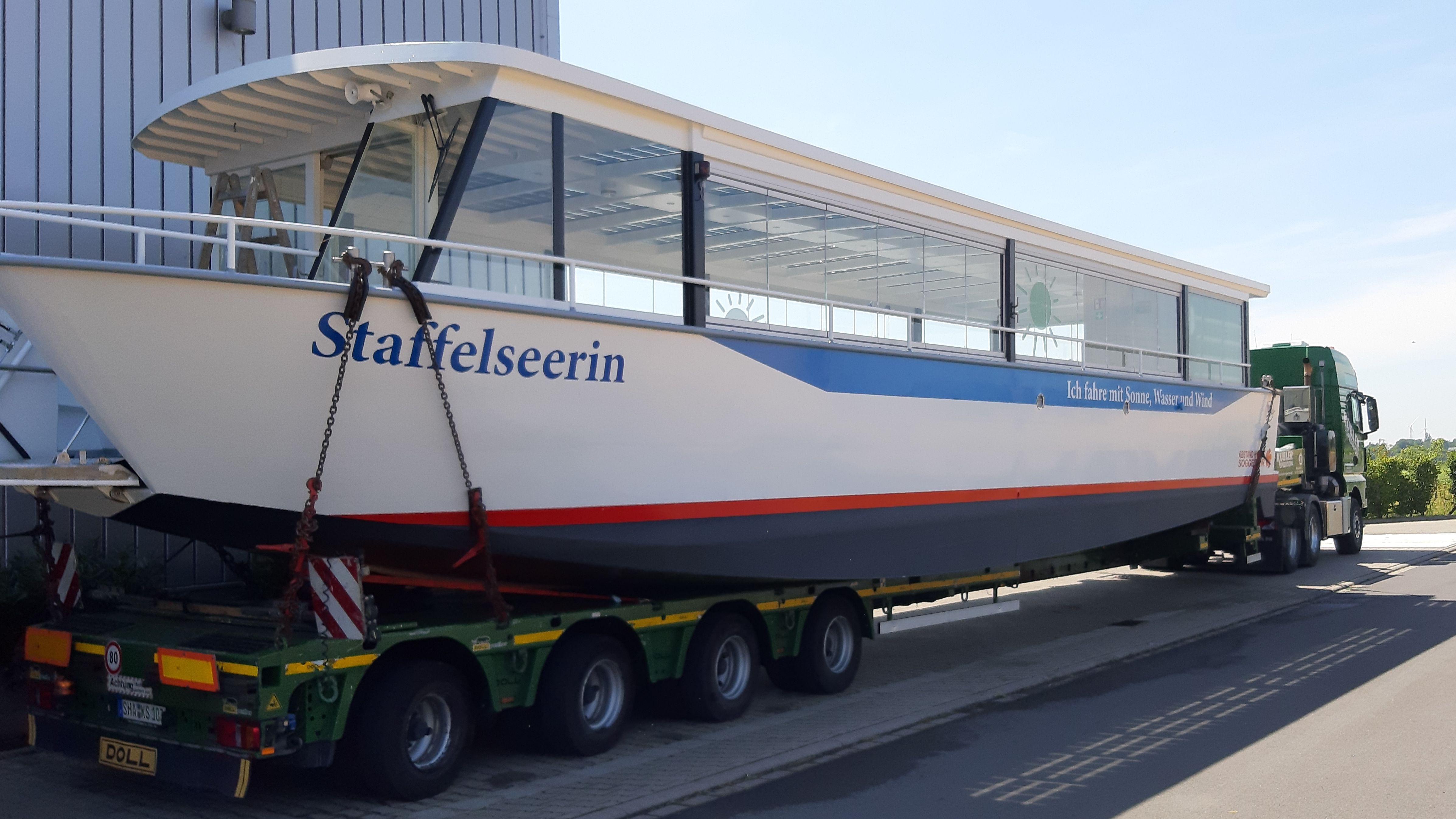 "Das Elektroboot ""Staffelseerin"" auf dem Weg nach Oberbayern"