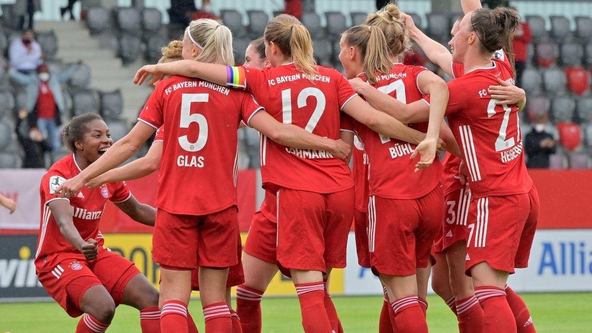Bayern München Frauen jubeln gegen Eintracht Frankfurt