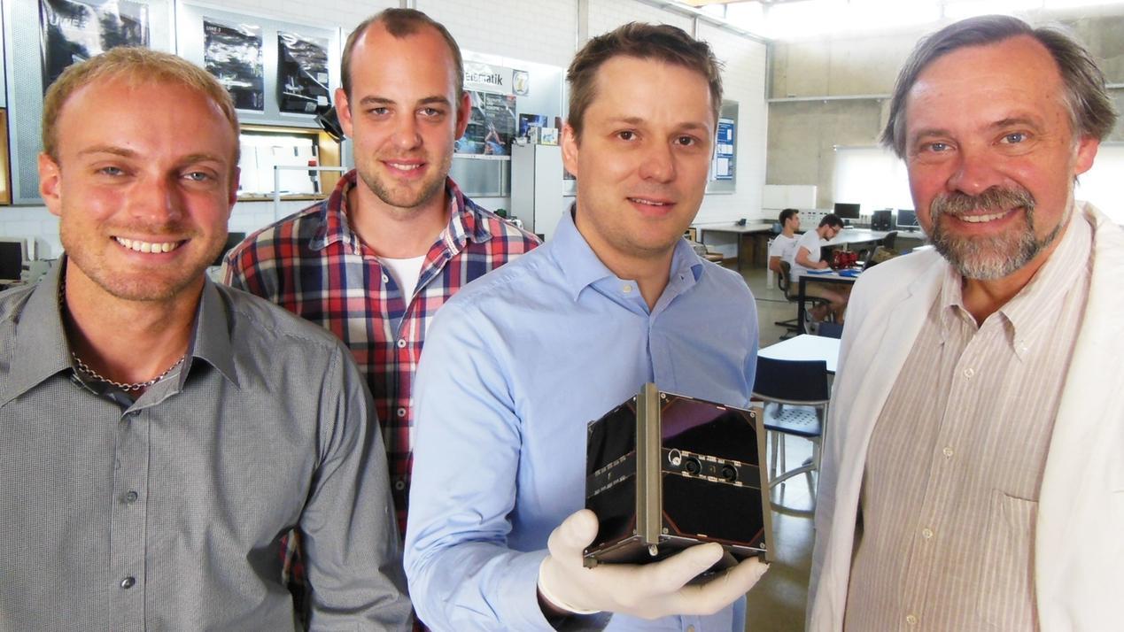 Klaus Schilling, sein Team und der Forschungssatellit UWE 3