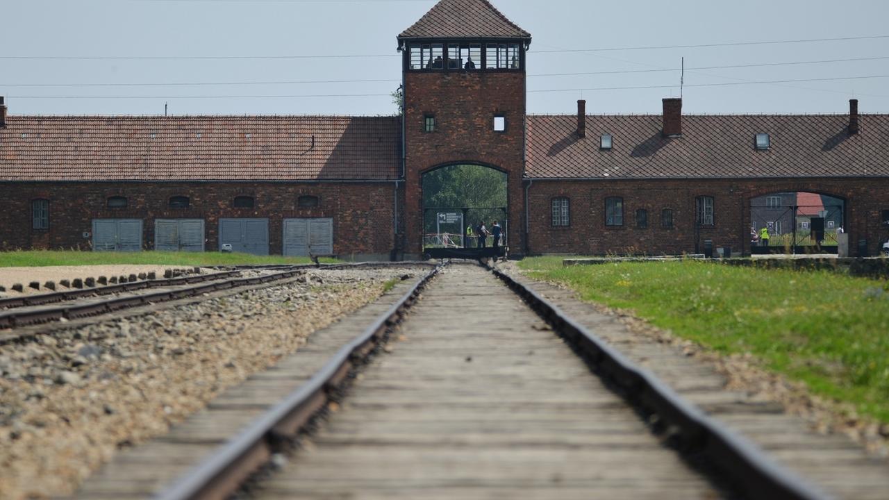 Holocaustgedenken : Fußballfans in Auschwitz
