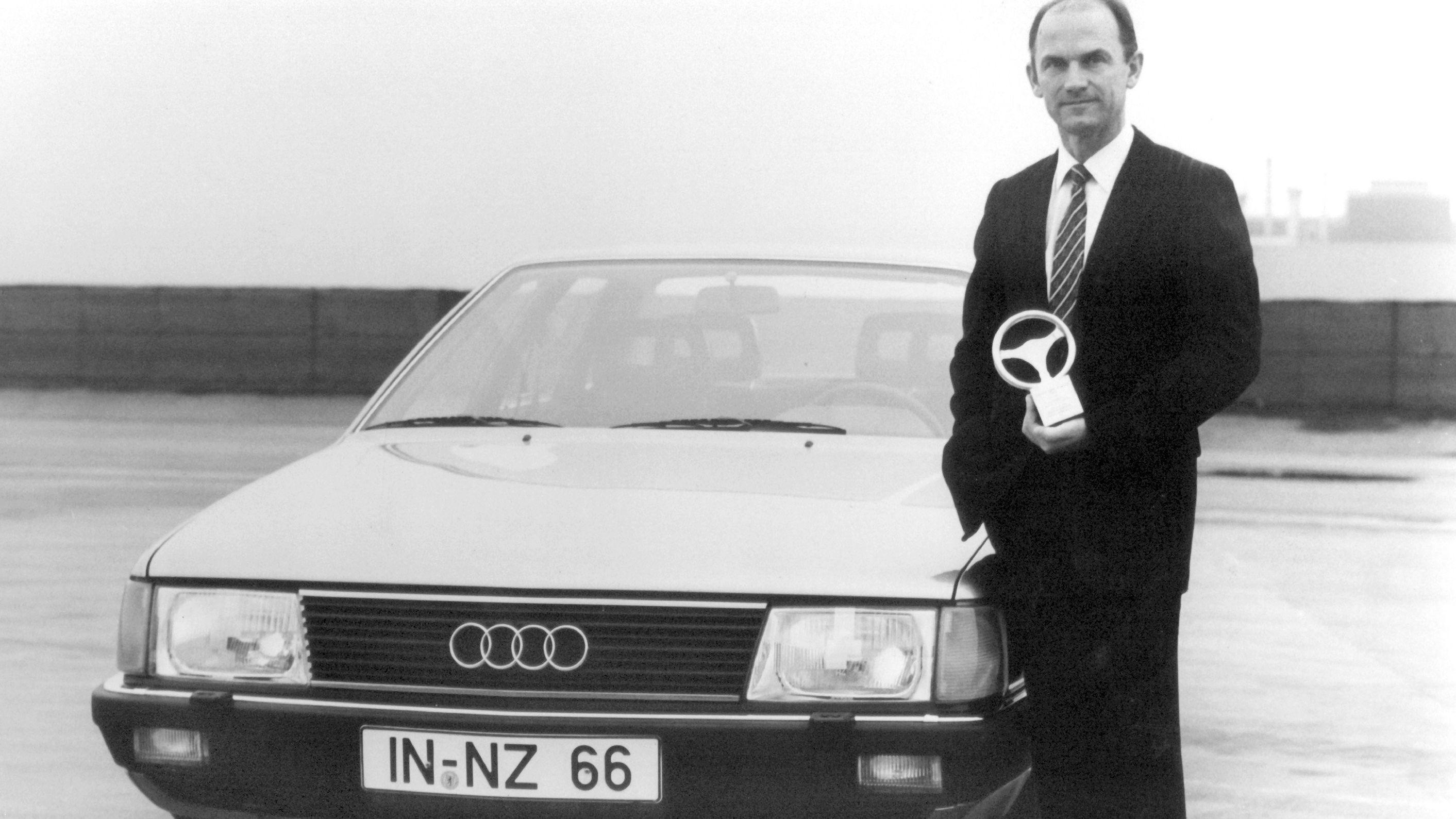 Audi-Vorstandsmitglied Ferdinand Piëch im Jahr 1982 neben einem Audi.