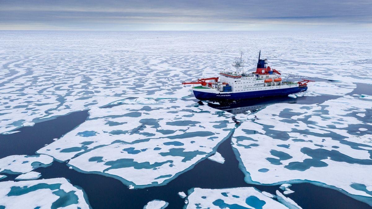 """Die """"Polarstern"""" auf ihrer Arktis-Expedition """"Mosaic""""."""
