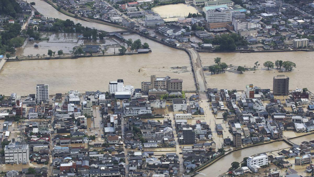 Überschwemmungen in der japanischen Stadt Hitoyosh
