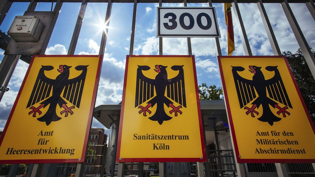 Toreinfahrt der Konrad Adenauer Kaserne Köln; dort befindet sich auch der MAD