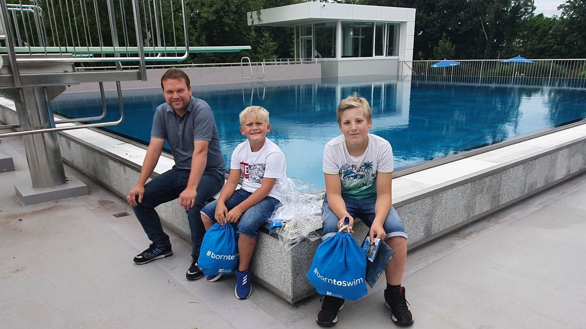"""Engagierte Ersthelfer im Freisinger Schwimmbad """"Fresch"""": Andreas Schmitz, Luis Adam und Niklas Schätz (von links9"""