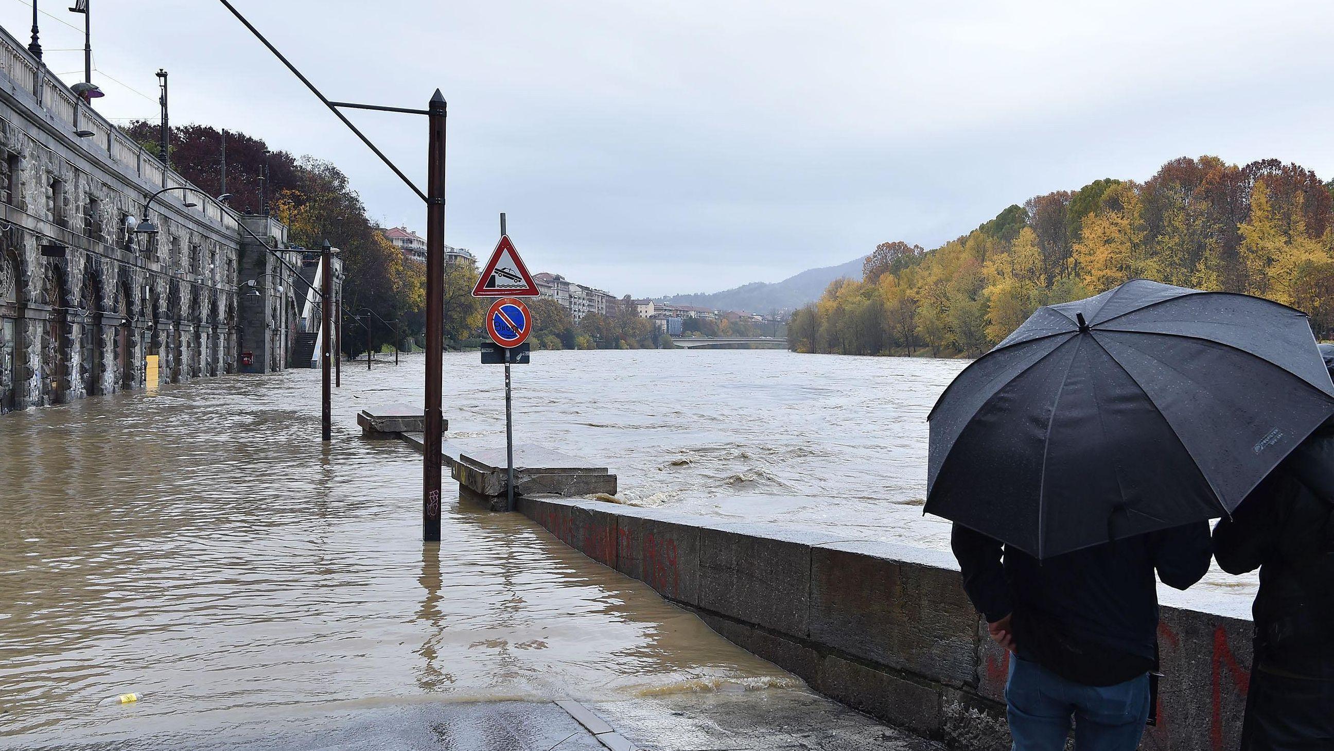 Der Fluss Po bei Turin ist über die Ufer getreten (Aufnahme von 24.11.19).