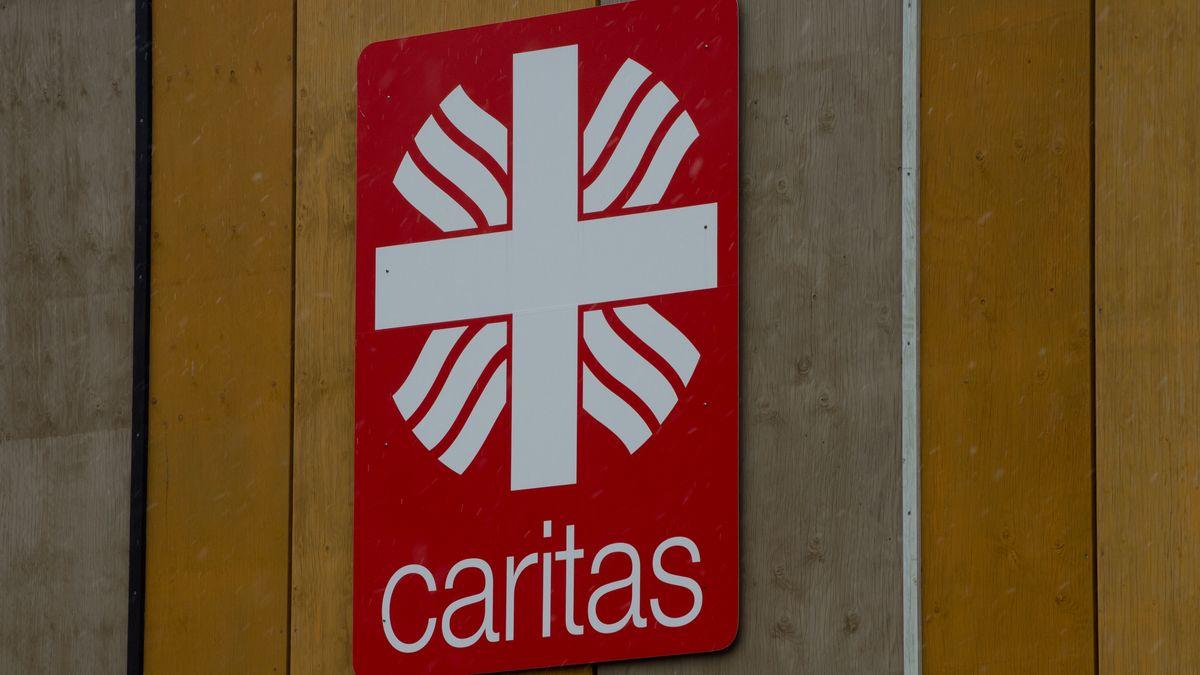 """Schild mit der Aufschrift """"Caritas"""""""
