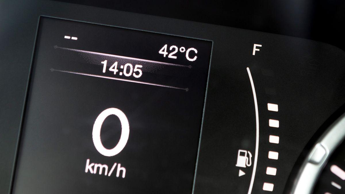 Auto zeigt 42 Grad Außentemperatur