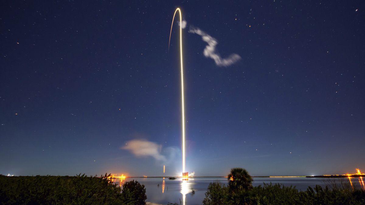 Launch einer Rakete mit Starlink 60 Satelliten.