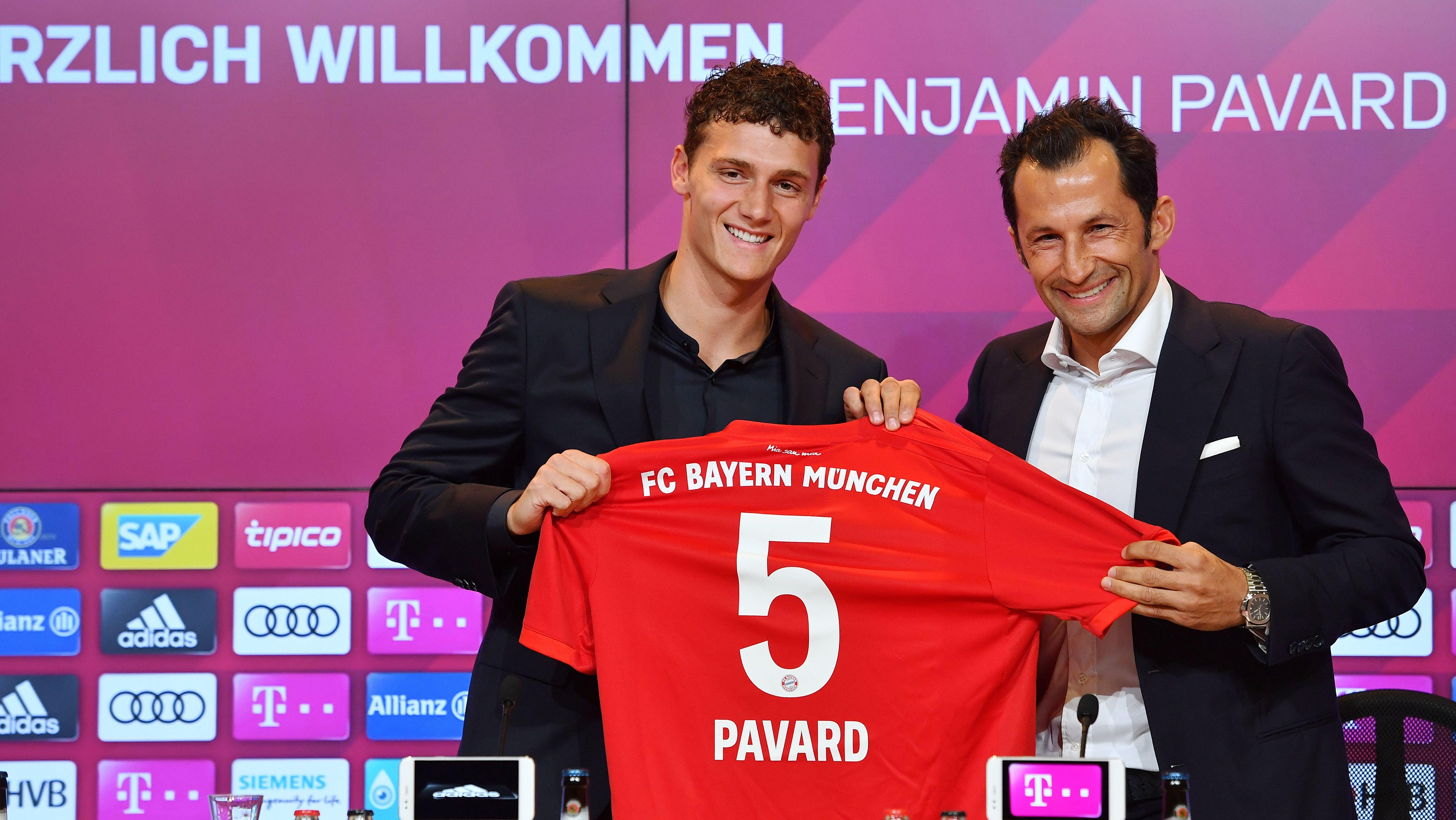 Benjamin Pavard und Hasan Salihamidzic