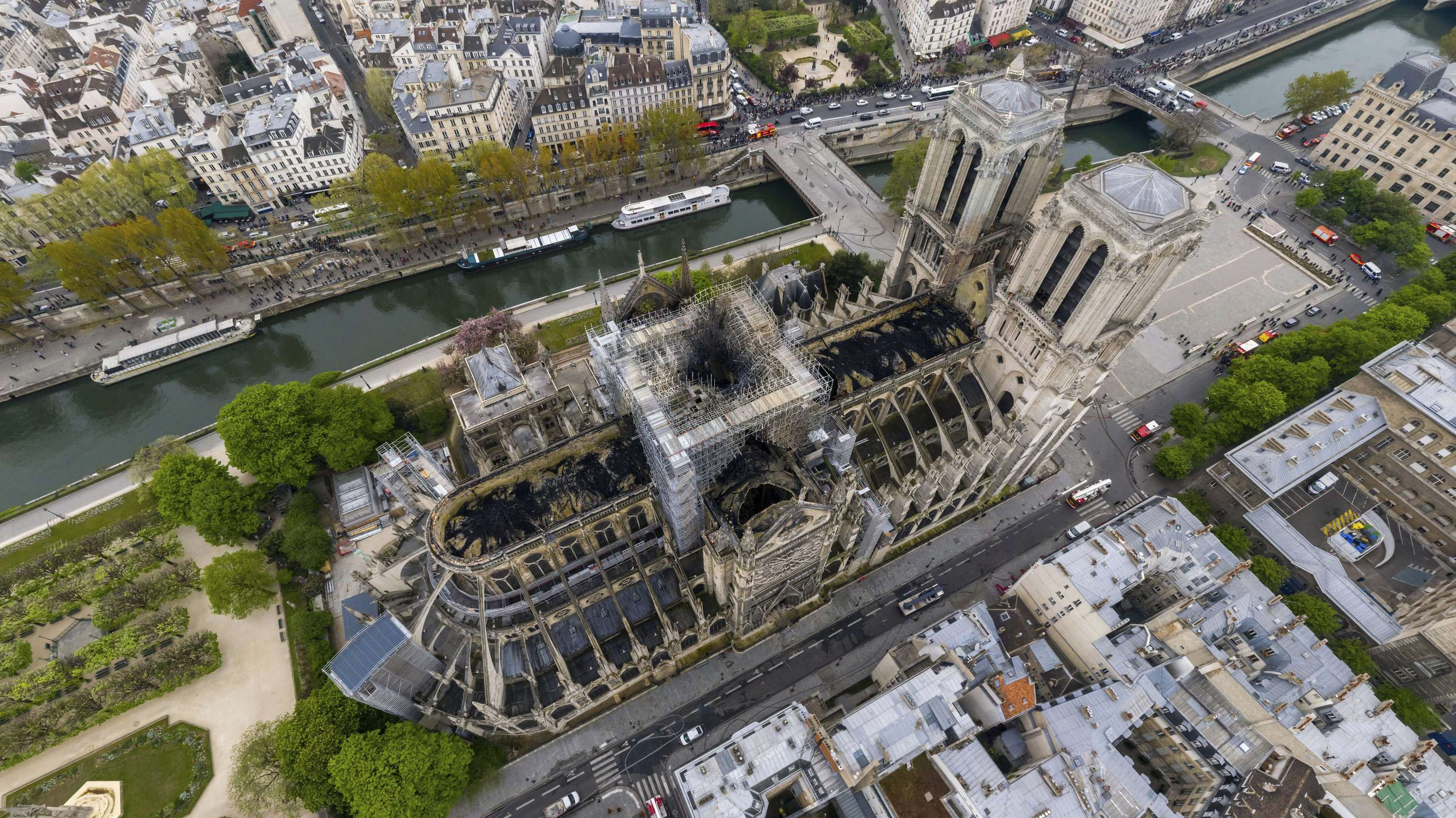 Notre-Dame de Paris nach der Zerstörung