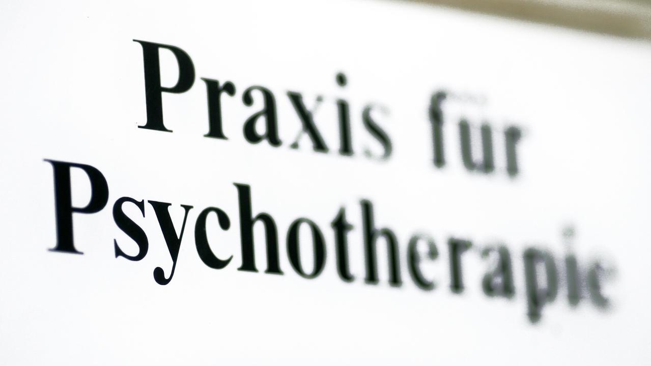 Schild: Praxis für Psychotherapie (Symbolbild)