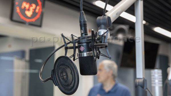 Ein Radiomikrofon in einem Schweizer Radiostudio (Symbolbild).