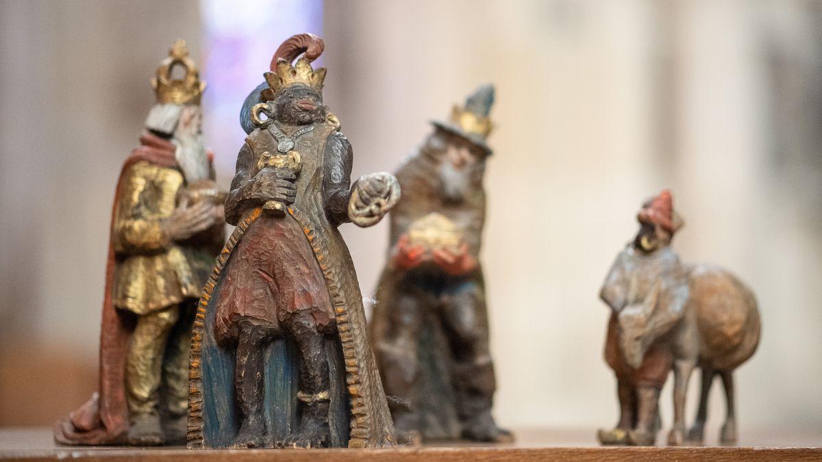 Figur des Melchior und die anderen Figuren der heiligen Drei Könige im Ulmer Münster