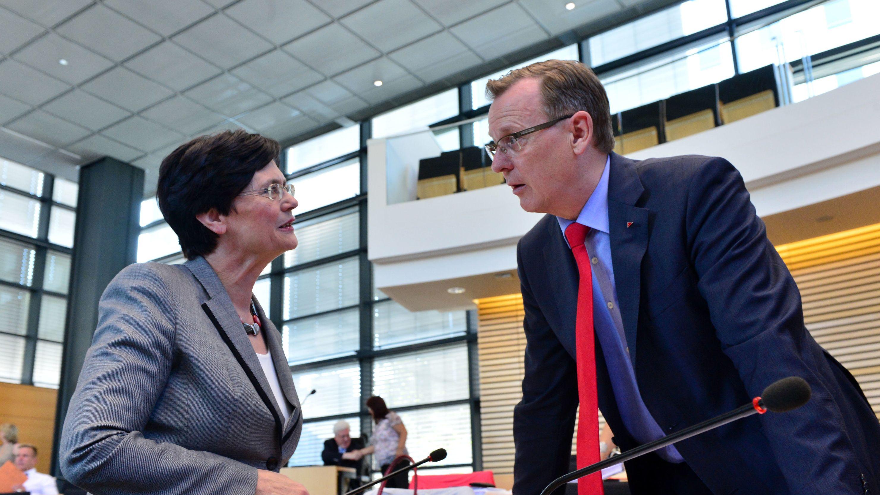 Bodo Ramelow, der frühere Ministerpräsident von Thüringen, kommt aus einer Sitzung der Linken-Abgeordneten im Erfurter Landtag.