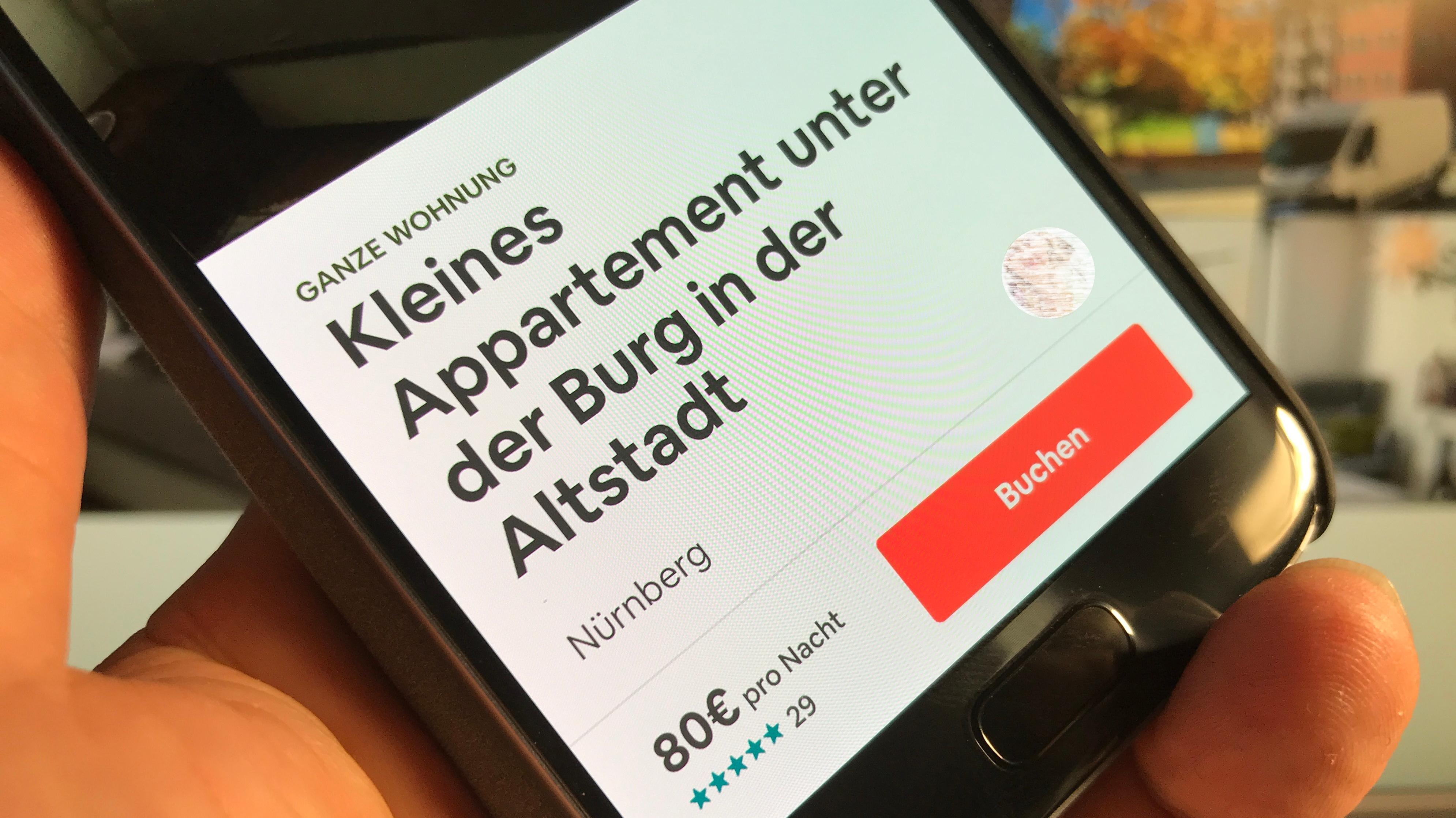 Angebot einer Ferienwohnung auf einem Smartphone.
