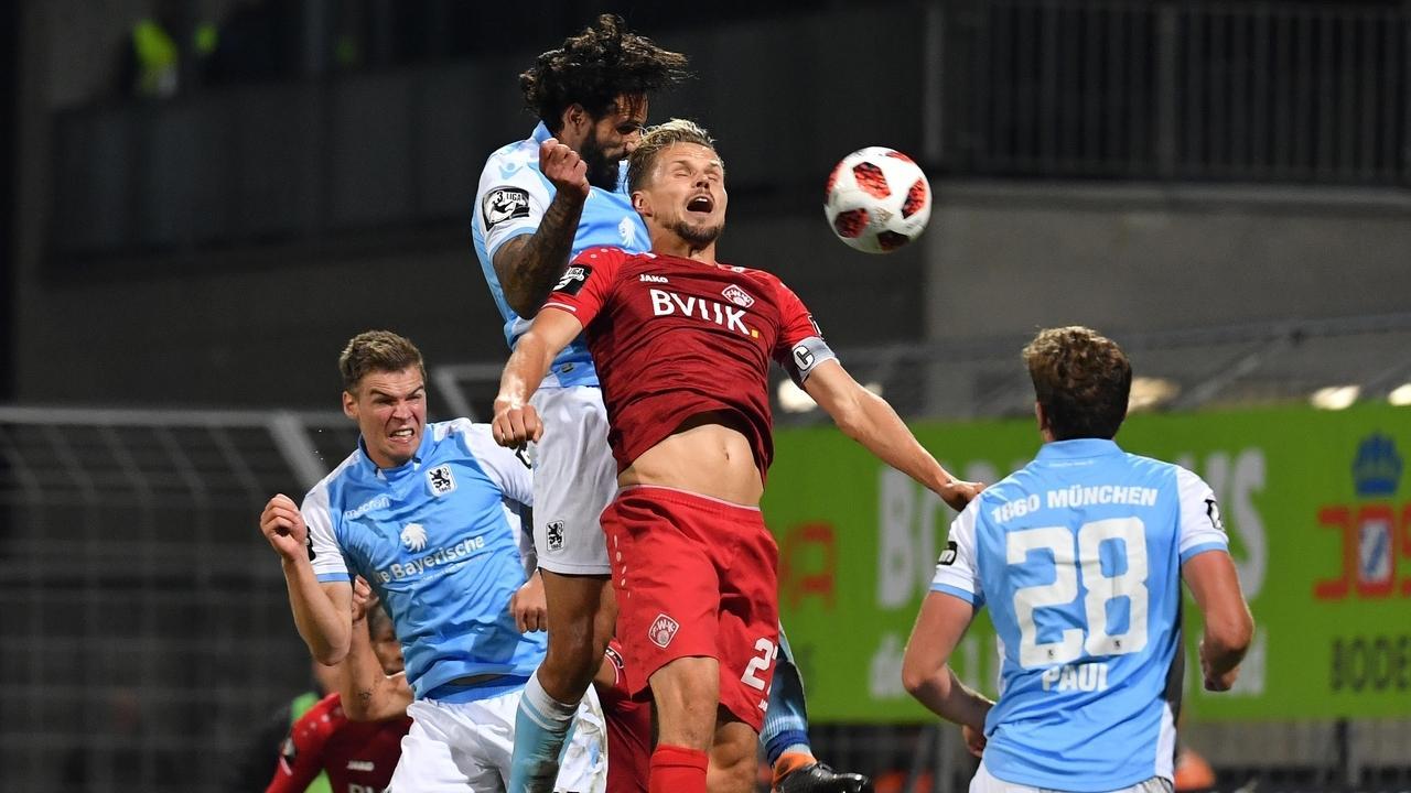 Szene aus einem Spiel Würzburger Kickers gegen den TSV 1860 München