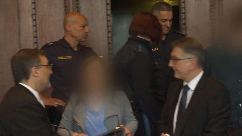 Die Angeklagten im Doppelmordprozess von Schnaittach im Gerichtssaal