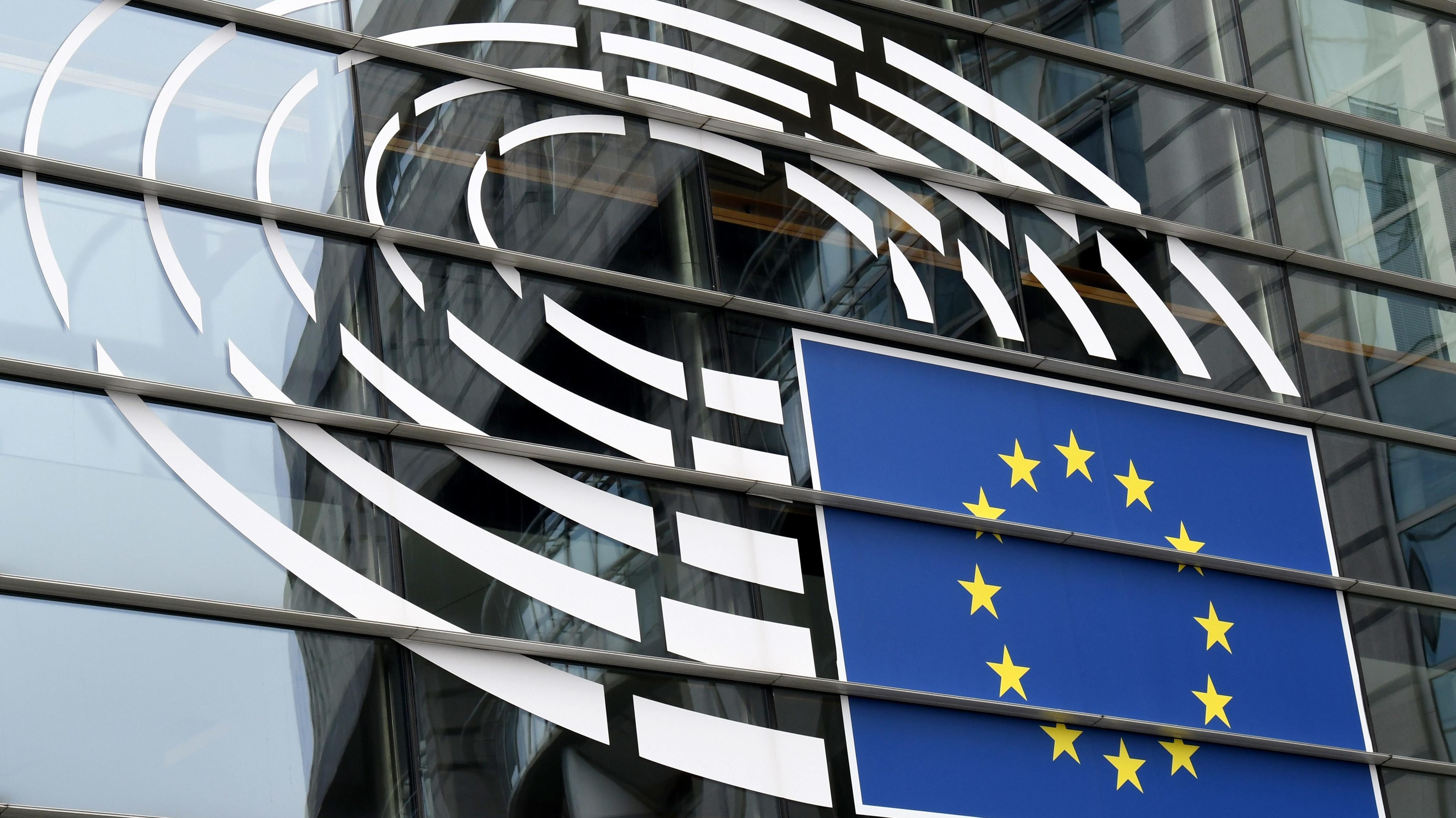 EU-Logo am EU-Parlament