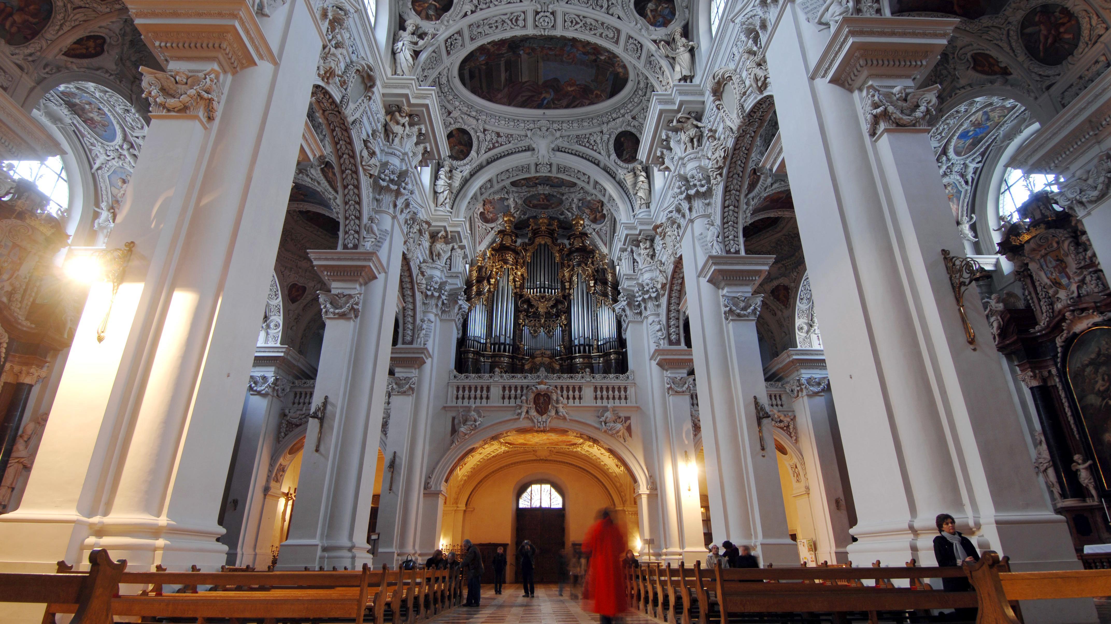 Innenansicht des Doms Sankt Stephan in Passau