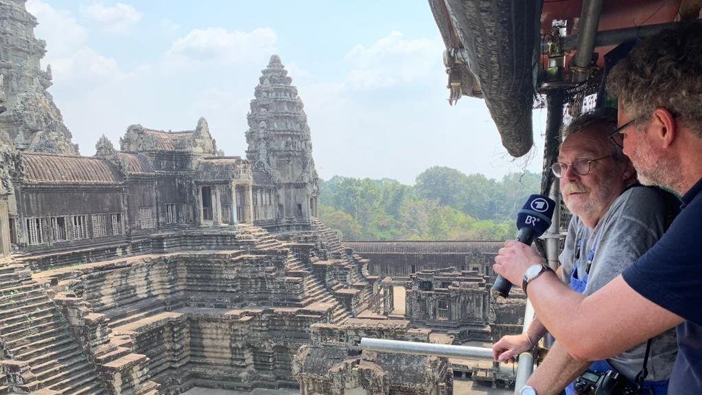 Die Tempelanlage von Angkor Wat: Professor Hans Leisen und BR-Reporter Johannes Marchl