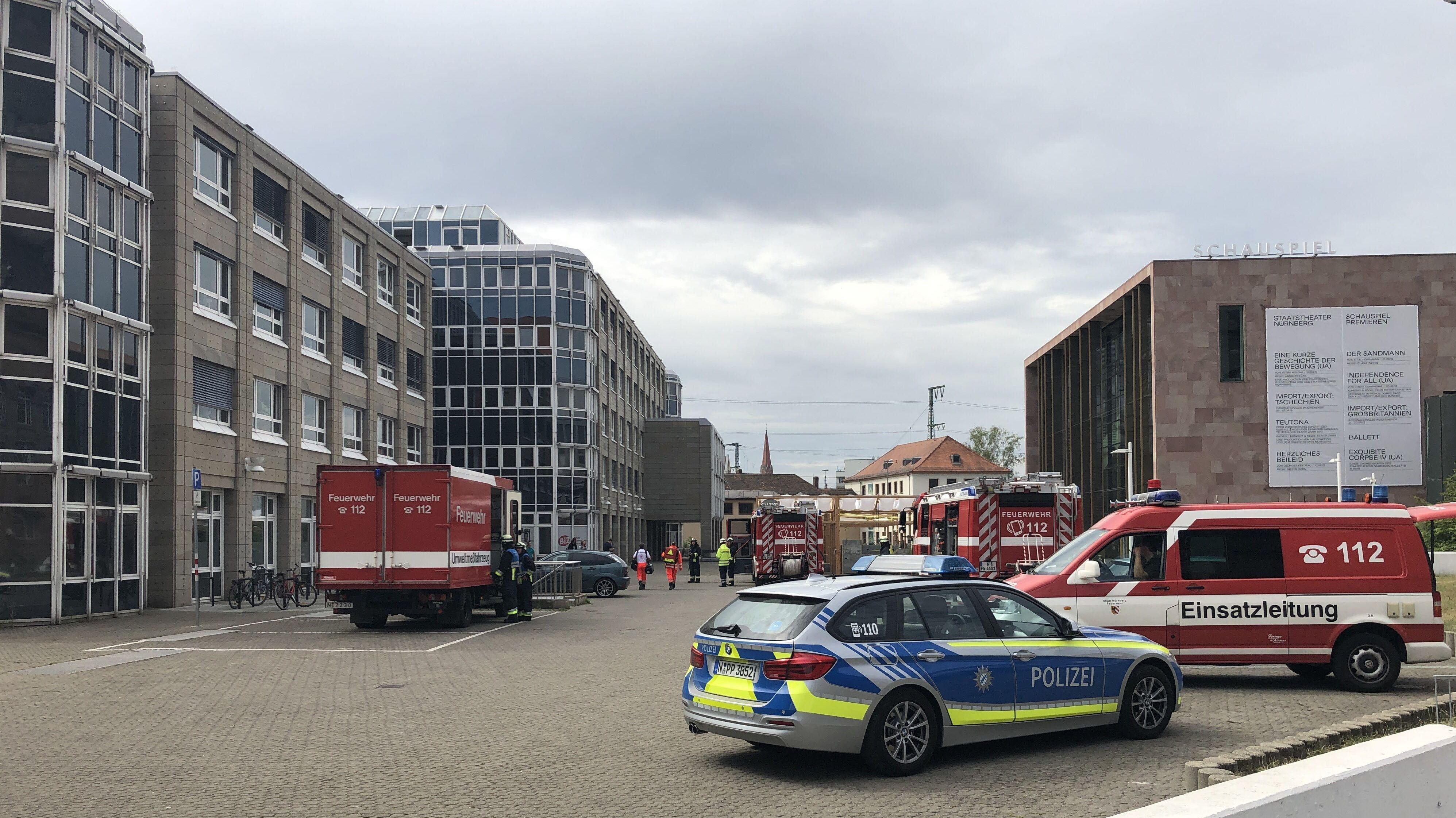 Einsatz an einer Filiale der Nürnberger Arbeitsagentur wegen Gasaustritts.