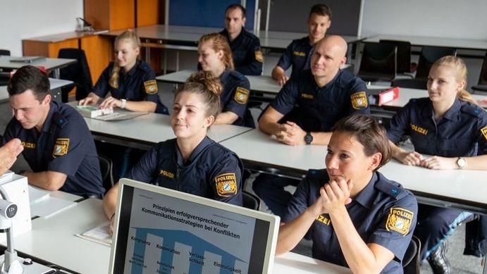 Polizeischüler beim Unterricht (Symbolbild)