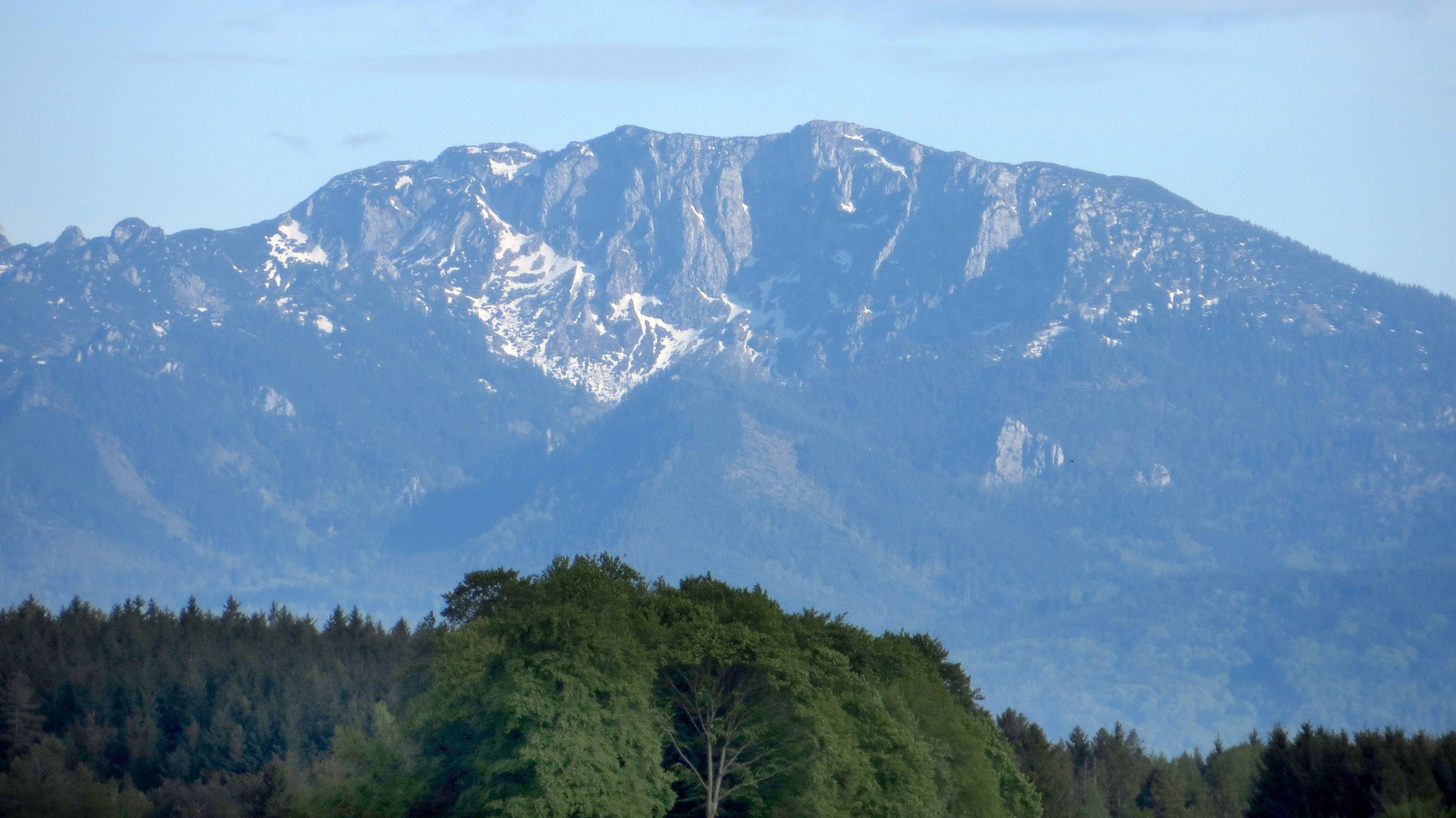 Benediktenwand, gesehen aus dem Alpenvorland bei Tutzing.
