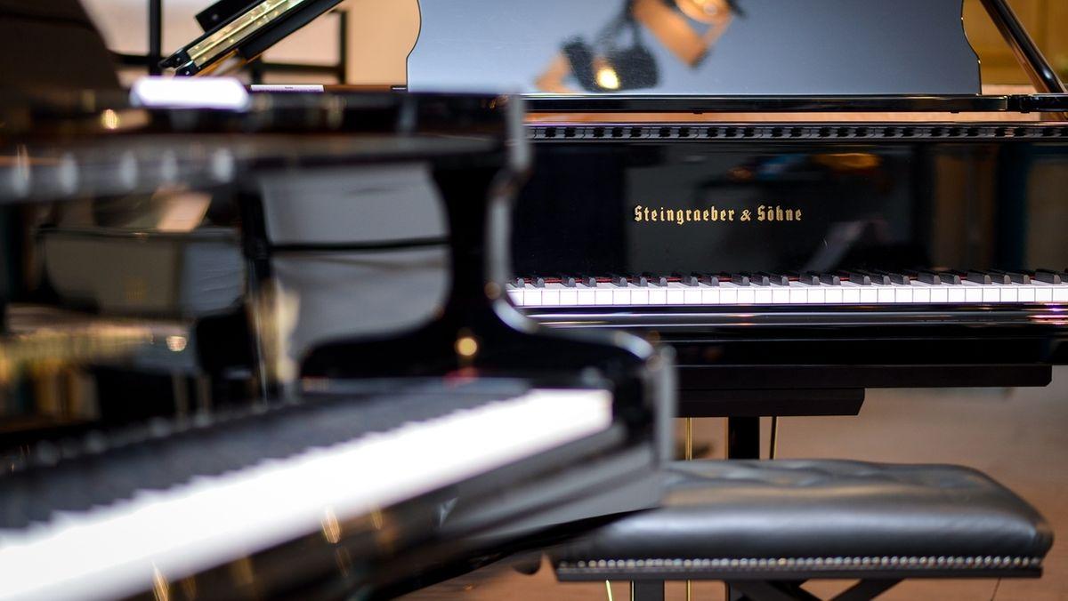 Klaviere der Bayreuther Manufaktur Steingraeber und Söhne.