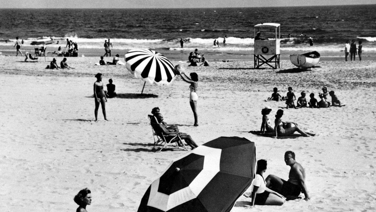 Strandleben in den 1950er-Jahren in den USA