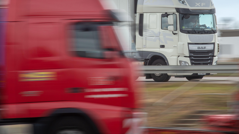 Symbolbild: Lkws auf der Autobahn