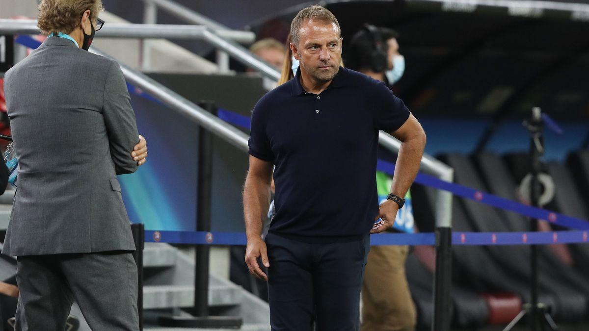 Trainer Hansi Flick steht vor dem Pokalspiel gegen den 1. FC Düren vor einer personellen Herausforderung