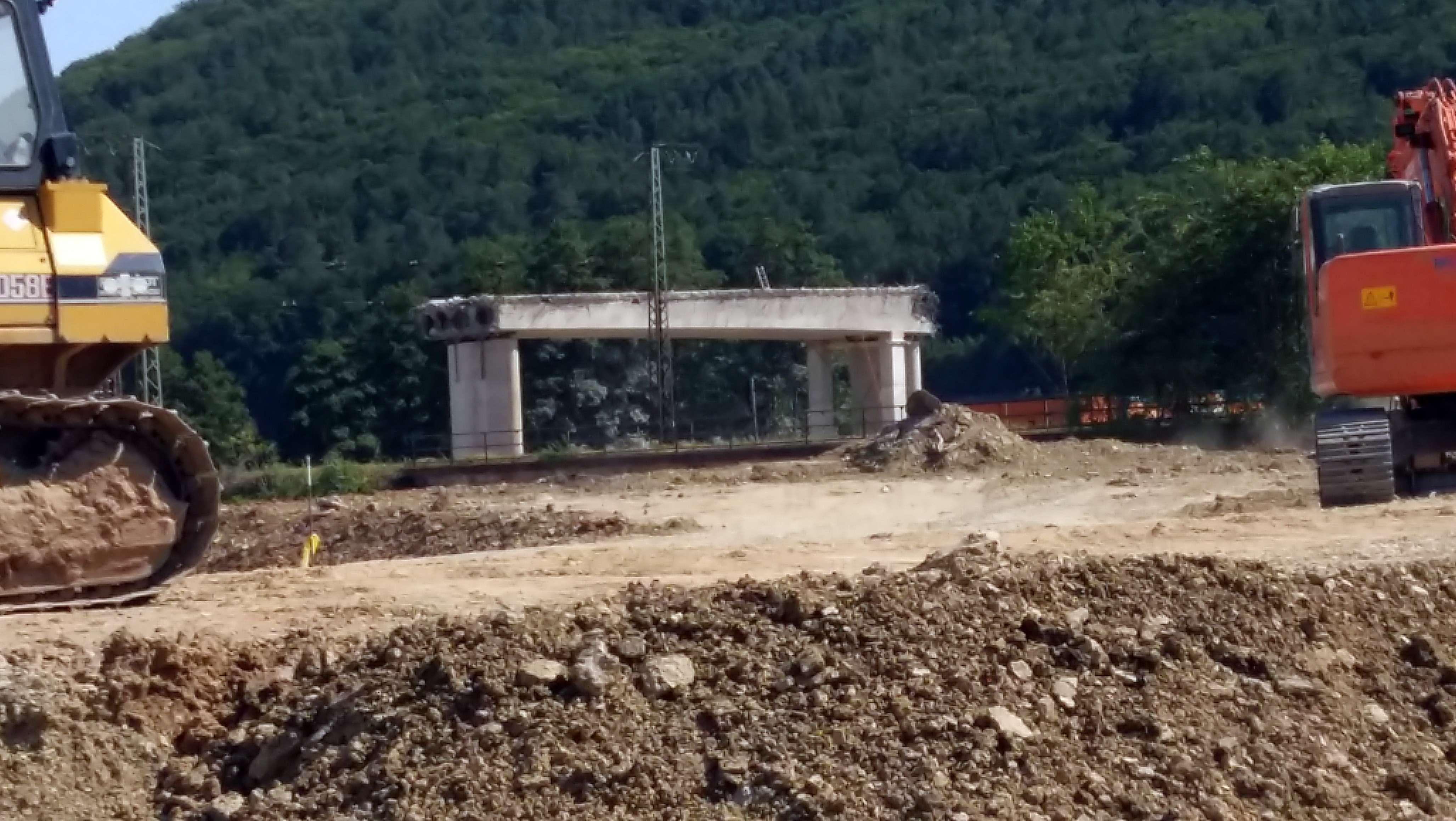Abriss der historischen Mainbrücke