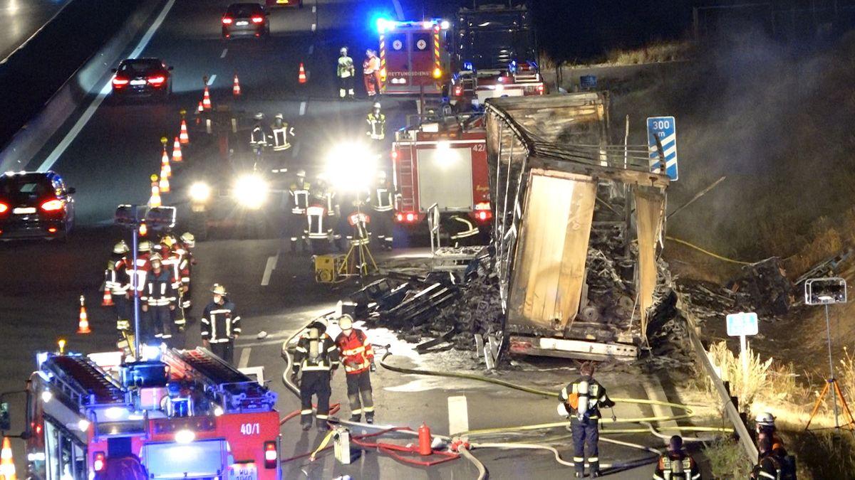 Ausgebrannter Lkw-Anhänger auf der A3