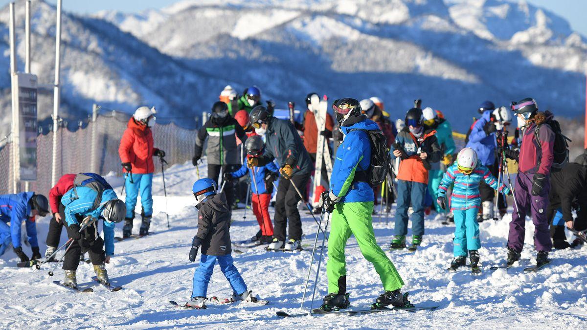 Skifahrer am Sonntag, 27. Dezember 2020, am Kasberg in Grünau im Almtal.
