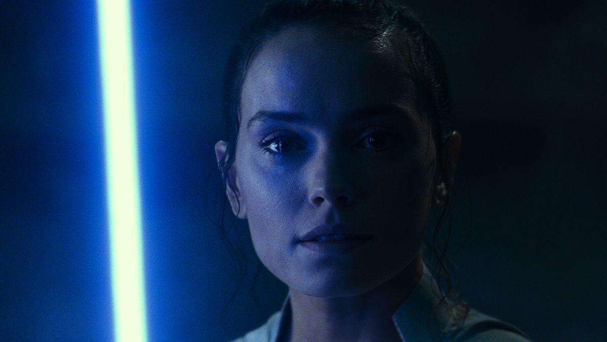 """Daisy Ridley als angehende Jedi-Ritterin Rey in """"Star Wars Episode 9: Der Aufstieg Skywalkers"""""""