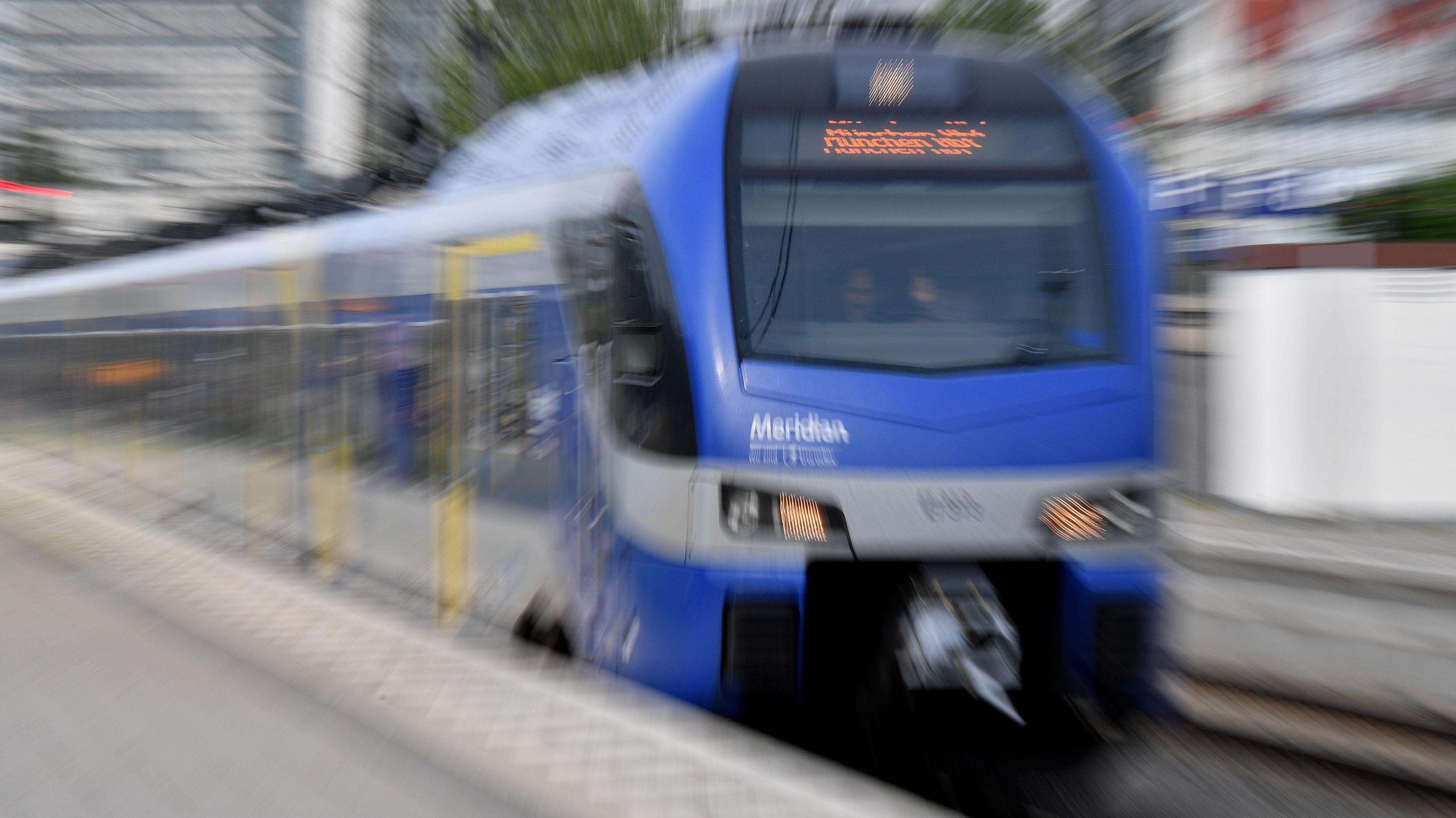 Ein fahrender Meridian-Zug (Symbolbild)